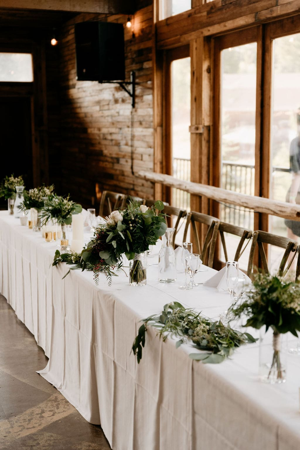 Bridal party table at wedgewood in pine colorado