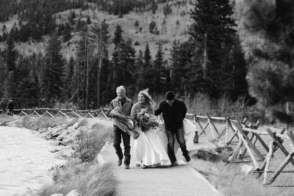 Bride walks down in strong winds to her sprague lake elopement