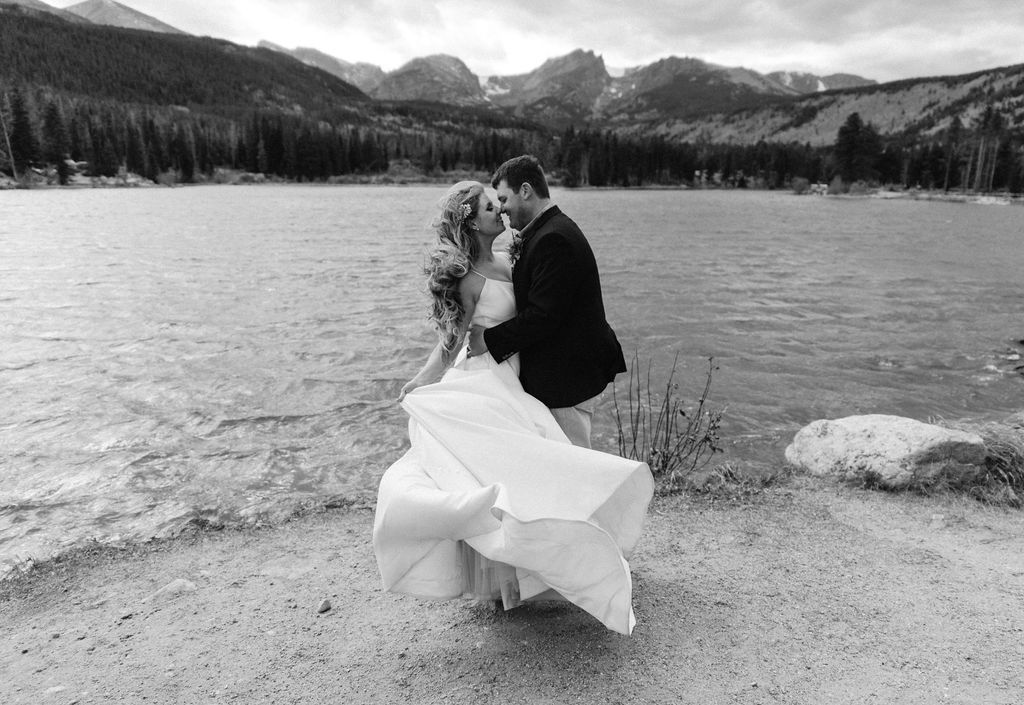 Bride and Groom portraits at sprague lake in RMNP