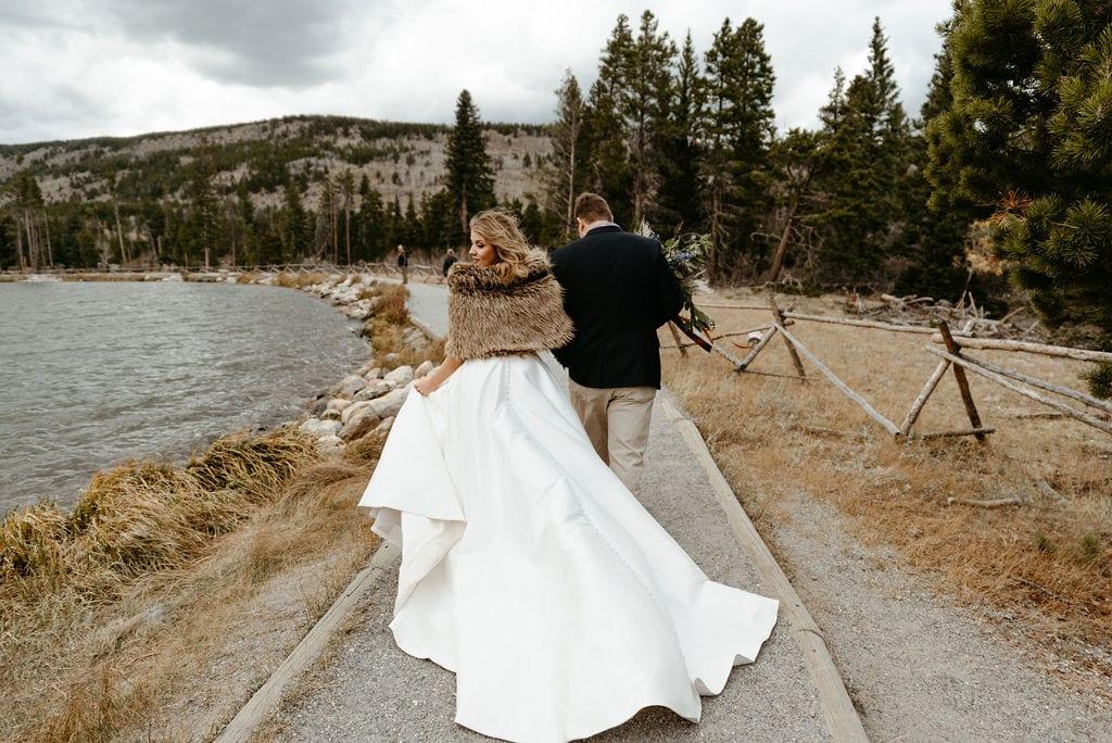 Bride and Groom have wedding at sprague lake in RMNP