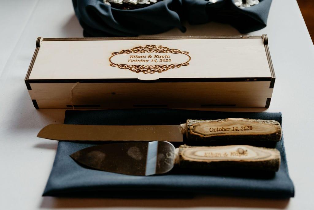 Custom cake cutting knives