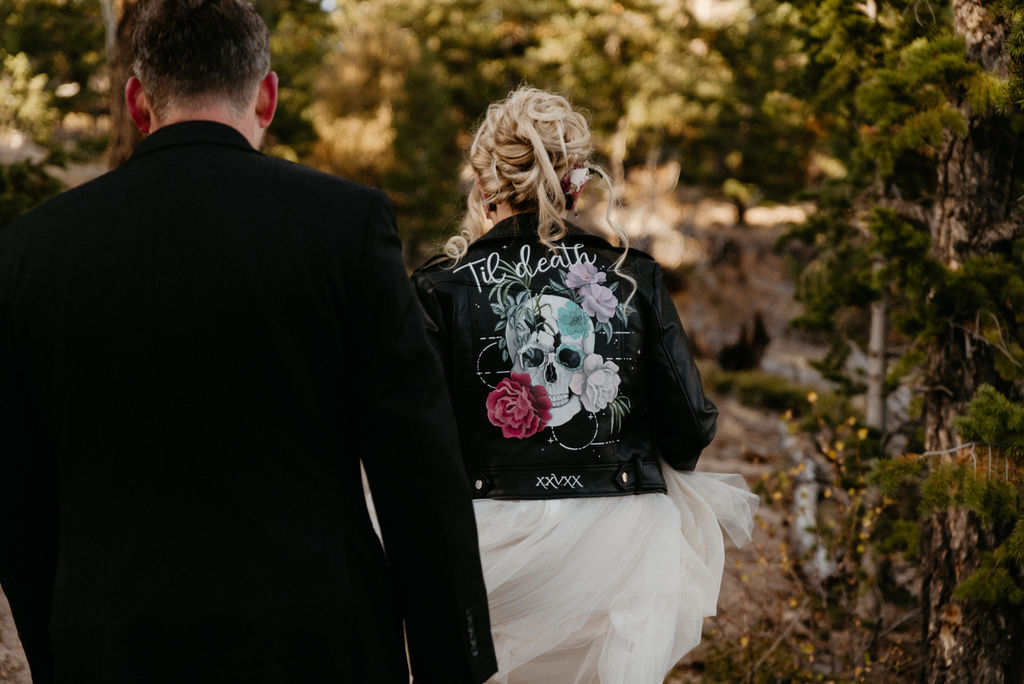 Wedding couple hikes kruger rock trail