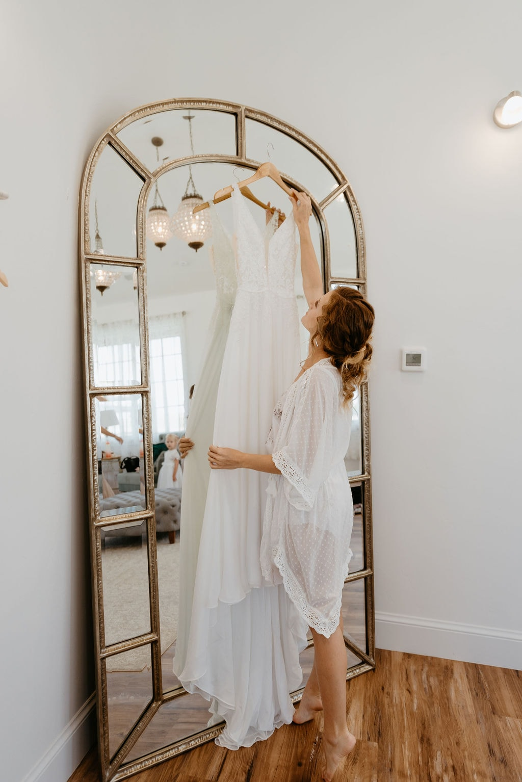 Bride gets her dress to put it on at bonnie blues wedding